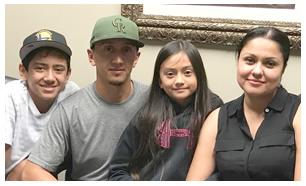 Miguel A. Lopez, Vanessa Díaz y Familia